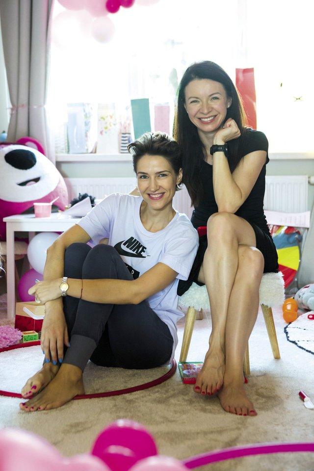TV3 televizijos vadovė Laura Blaževičiūtė (dešinėje) ir TV laidų prodiuserė Goda Skačkauskaitė-Jokubaitienė.<br>Asmeninio albumo nuotr.
