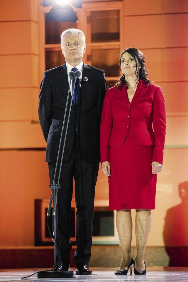 Pirmoji šalies pora didžiuojasi abiem savo dukromis ir jų auklėjimu.<br>D.Umbraso ir T.Bauro nuotr.
