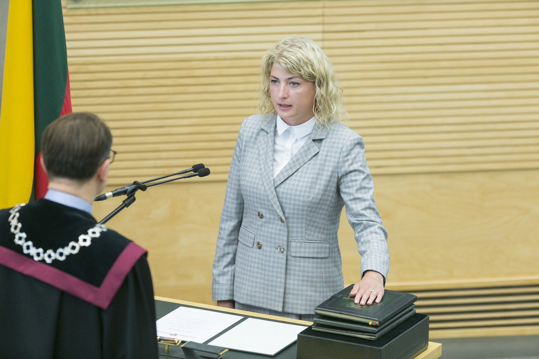Seime prisiekė keturi nauji parlamentarai.<br>T.Bauro nuotr.