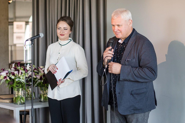 Klaipėdos meras V.Grubliauskas sveikino konkurso nugalėtojus ir nominantus.<br>Organizatorių nuotr.
