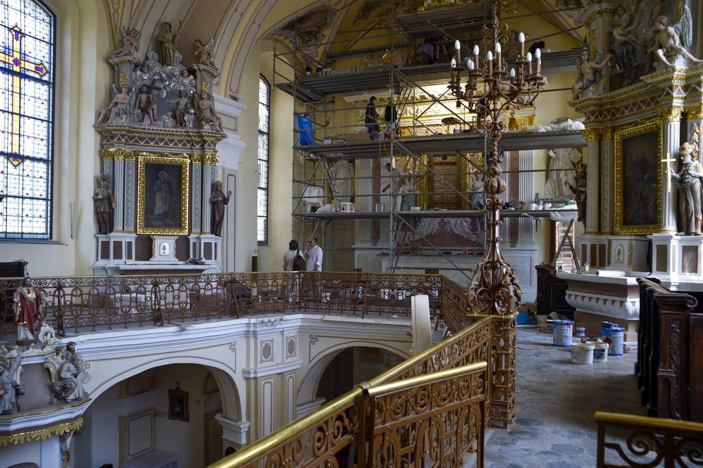 Miesto centre ant kalvos esanti 1794 statyta Telšių šv. Antano Paduviečio katedra šiuo metu restauruojama pasitelkiant ir vietos meno žmonių pastangas.<br>V.Ščiavinsko nuotr.