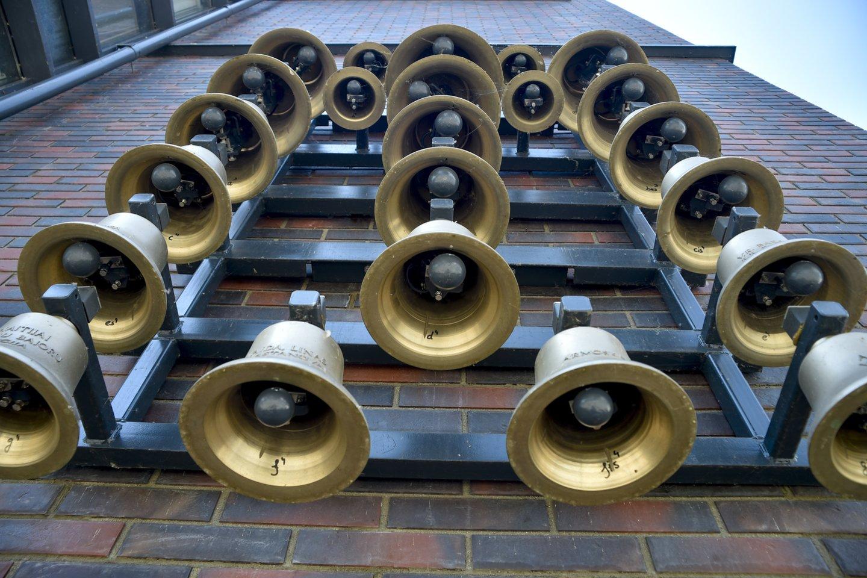 Prie Telšių katedros nuolatos skamba kariljonas.<br>V.Ščiavinsko nuotr.