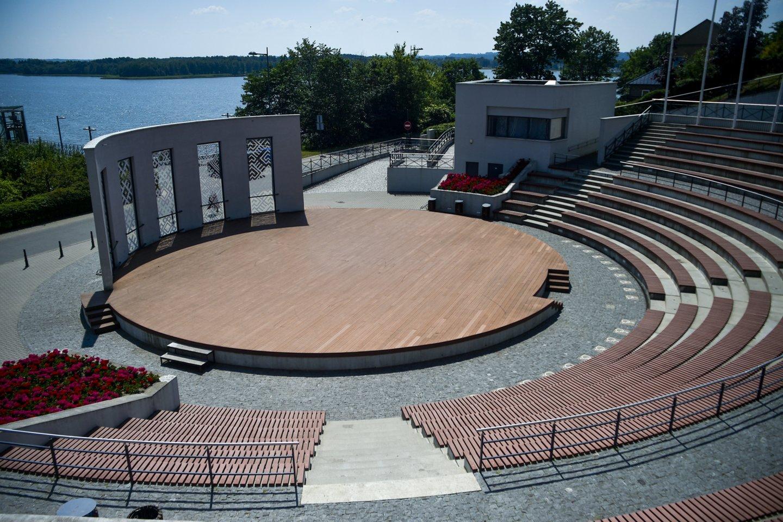 Telšių amfiteatras šalia Masčio ežero.<br>V.Ščiavinsko nuotr.