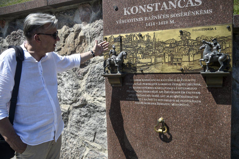 Didžioji žemaičių siena Telšiuose, ant kurios papasakota visa Žemaitijos istorija.<br>V.Ščiavinsko nuotr.