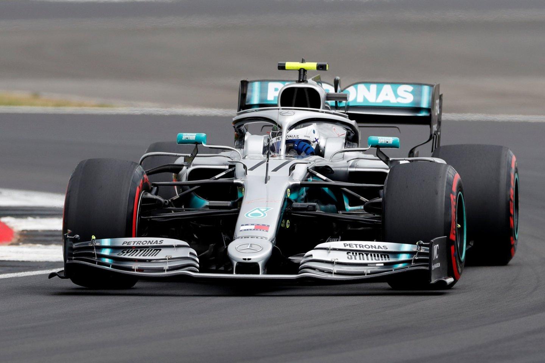 D.Britanijos etapo kvalifikaciją laimėjo Valtteri Bottas.<br>AFP/Reuters/Scanpix nuotr.