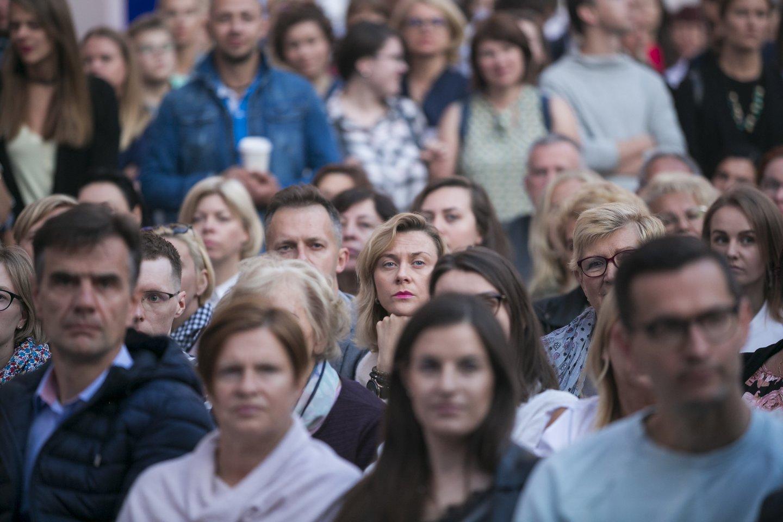 Andrius Tapinas su Gabija klausėsi Manto Jankavičiaus koncerto.<br>T.Bauro nuotr.