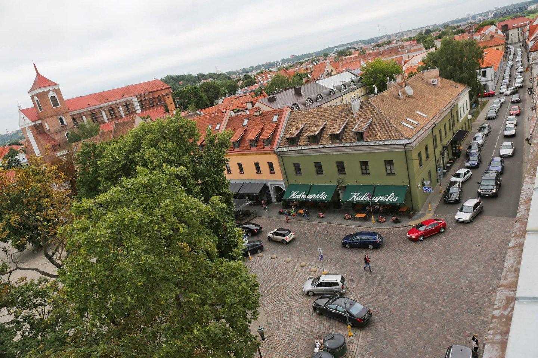 Kaip šią savaitę pranešė Kauno savivaldybė, tarybai teikiamu projektu siūloma mokamą automobilių stovėjimą mėlynojoje, raudonojoje ir geltonojoje zonose pratęsti nuo 18 iki 20 valandos.<br>G.Bitvinsko nuotr.