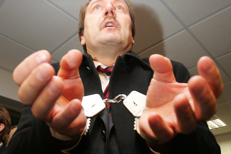 Viktoras Uspaskichas paleidžiamas į laisvę 2007-aisiais.<br>R.Neverbicko nuotr.