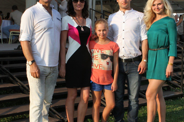 Viktoras Uspaskichas su šeima 2012-aisiais.<br>M.Patašiaus nuotr.