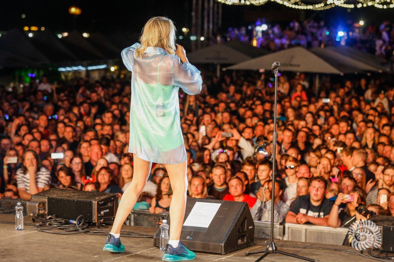 Atlikėjos Monique pasirodymas.<br>V.Petriko nuotr.