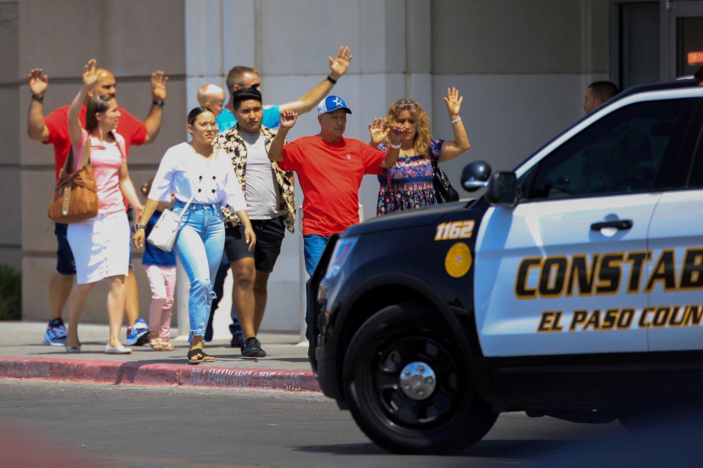 """Du savaitgalio incidentai buvo 250-osios ir 251-osios masinės šaudynės Jungtinėse Valstijose šiais metais, skelbia ne pelno organizacija """"Gun Violence Archive"""". Masinėmis šaudynėmis organizacija laiko incidentą, per kurį būna sužeisti arba žūsta mažiausiai keturi asmenys.<br>Scanpix nuotr."""