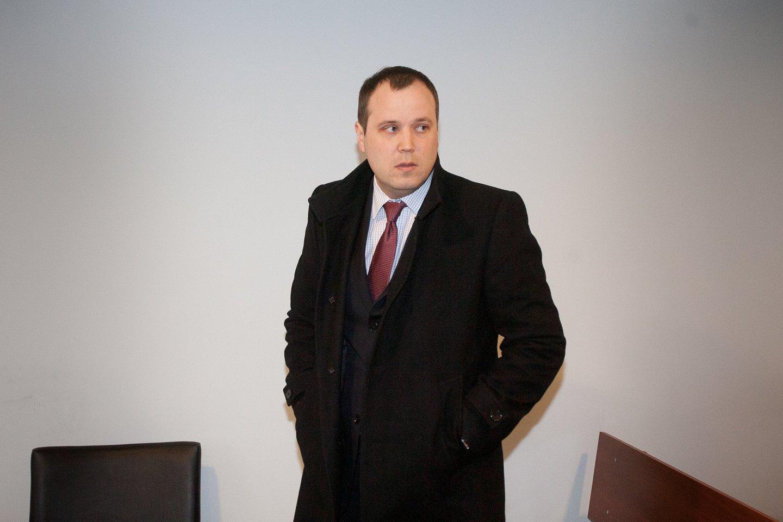 Pareiškęs nušalinimą teisėjos L.Braždienės vadovaujamam Vilniaus apygardos teismui J.Elzbergas (nuotraukoje) sulaukė smūgio.<br>J.Stacevičiaus nuotr.