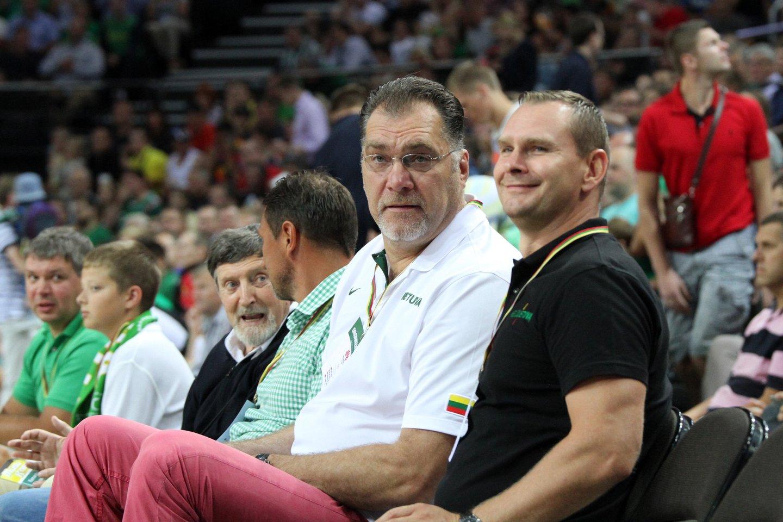 Krepšinio užkulisiuose kalbama, kad faktinis LKF vadovas yra ne prezidentas A.Sabonis, o direktorius Mindaugas Špokas (dešinėje).<br>M.Patašiaus nuotr.