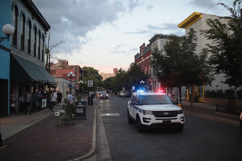 JAV Federalinio tyrimų biuro (FTB) agentai praeitą savaitę areštavo paauglį, internete skelbusį šaudynes palaikančius komentarus, ir rado pas jį maždaug 25 šaunamuosius ginklus ir 10 tūkst. šovinių.<br>AFP/Scanpix nuotr.