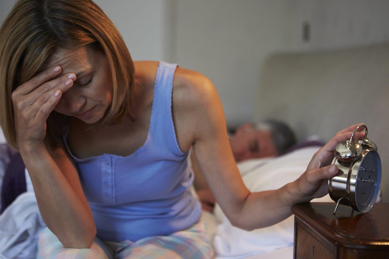 Mėlyna šviesa, kurią skleidžia mobilusis telefonas ar planšetinis kompiuteris, daro įtaką melatonino, hormono, reguliuojančio jūsų miego ciklą, gamybai.<br>123rf nuotr.