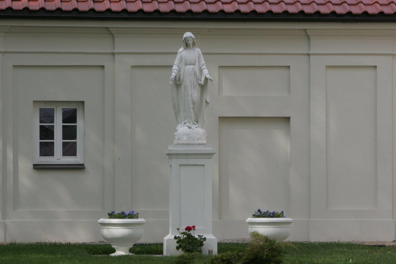 Kretingos rajone iš koplyčios dingo į kultūros vertybių registrą įtraukta skulptūra.<br>A.Barzdžiaus asociatyvi nuotr.