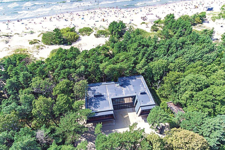 Namas iškilo nekilnojamųjų kultūros vertybių teritorijoje ir 1-ojoje kurorto apsaugos zonoje, kur statyba negalima.<br>E.Kazlaučiūnaitės nuotr.