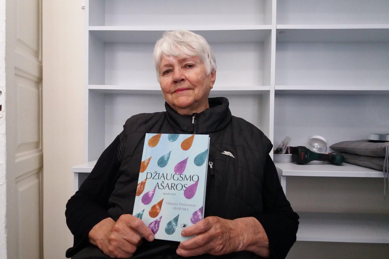 """V.Prėskienytė-Diawaraau savo naująja knyga""""Džiaugsmo ašaros"""".<br>Leidėjų nuotr."""