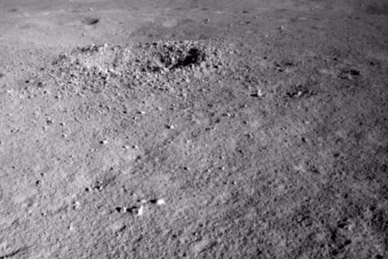 Kol kas mokslininkai šią medžiagą vis dar tyrinėja ir dėl to nepateikia jokių detalių. Kol kas žinome tik tiek, kad medžiaga yra gelio konsistencijos ir turi neįprastą spalvą.<br>China Lunar Exploration Project nuotr.