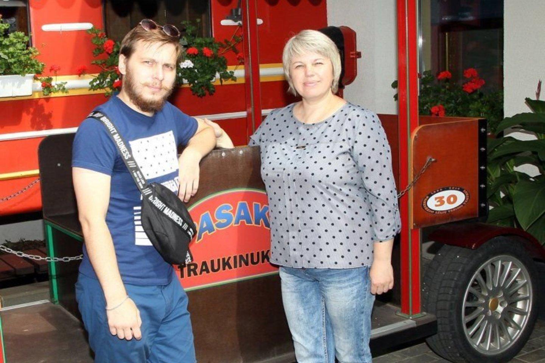 Su naujuoju inkstu I.Ignatenko jaučiasi puikiai, laime spinduliuoja ir sūnui pagelbėjusi mama Jelena.<br>A.Švelnos nuotr.
