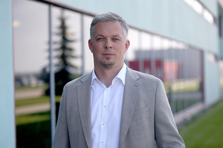 """""""Dabar daugelyje kategorijų mes esame lyderiai Lietuvos rinkoje. Tačiau mes pakeitėme savo namų rinkos apibrėžimą ir nuo šiol mums namų rinka yra ne tik Lietuva, bet ir visos Baltijos šalys – siekiame ir ten tapti lyderiais. Norėtumėme išauginti eksportą į Latviją ir Estiją ne mažiau nei 50 proc. per metus – tai mūsų artimiausiuose planuose"""", – sako """"Vikondos"""" generalinis direktorius M. Snarskis.<br>Bendrovės nuotr."""