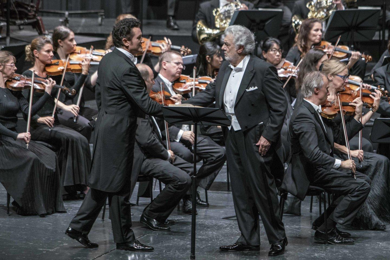"""Po G.Verdi operos """"Luiza Miler"""" koncertinio atlikimo Zalcburgo festivalyje publika ovacijomis sveikino atlikėjus, tarp jų – ir P.Domingo.<br>M.Borrelli / Zalcburgo festivalio nuotr."""