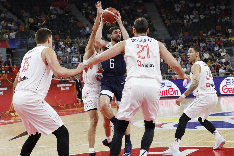 JAV rinktinė pasaulio čempionate patyrė dar vieną pralaimėjimą ir nusileido Serbijai.<br>Scanpix nuotr.