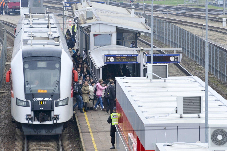 """Kaip naujienų agentūrai """"Interfax"""" teigė Sankt Peterburgo Turizmo plėtotės komiteto pirmininko pavaduotoja Nana Gvičija, skirsis tik galimi kelionės būdai – nebus galima į Sankt Peterburgą atvykti traukiniu.<br>V.Ščiavinsko nuotr."""