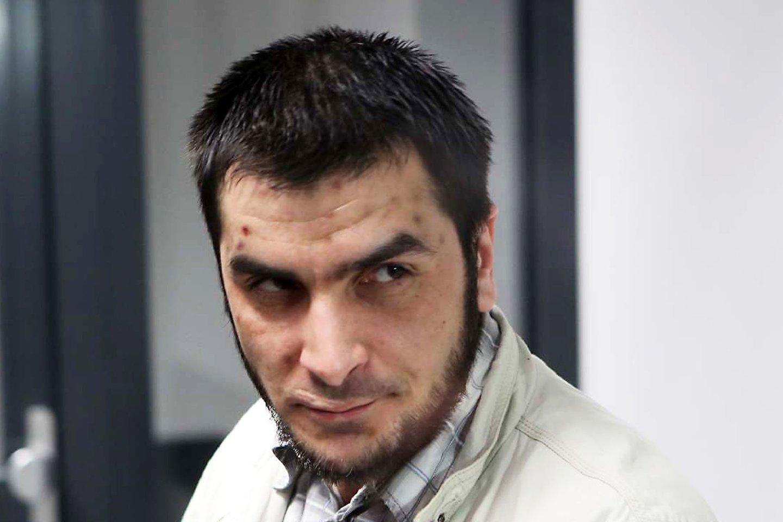 Policija ir Pravieniškių pataisos namų pareigūnai tęsia už brutalų išpuolį nuteisto kauniečio A.Kalasiūno paiešką.<br>M.Patašiaus nuotr.