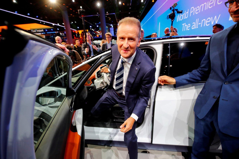 Dėl negalių veiksmų paveikiant akcijų kainas kaltinimų sulaukė ir dabartinis kompanijos vadovas Herbertas Diessas.<br>Reuters/Scanpix nuotr.