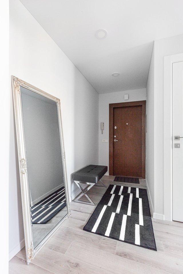Interjero dizainerei teko užduotis suprojektuoti 63 kv. m ploto keturių kambarių buto interjerą sostinės Žirmūnuose esančiame 1965 metų blokinės statybos name.<br>J. Bingelytės nuotr.