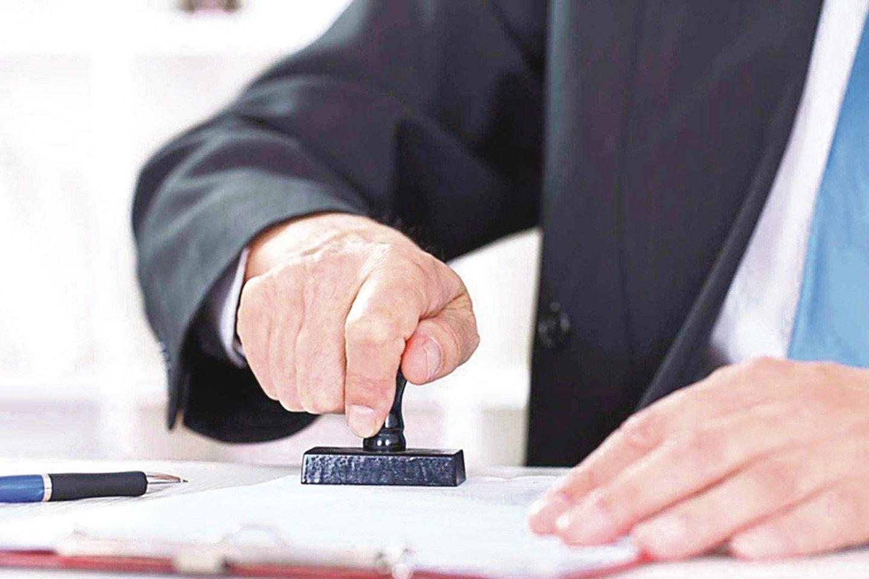 Nors teisininkai pataria, kad testamentą patvirtintų notaras, net ir tai padarius neretai kovojama dėl palikimo.