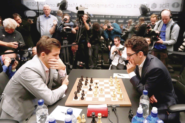 Ir M.Carlsenas (kairėje), ir F.Caruana laikosi griežto fizinio režimo ir paiso mitybos taisyklių.<br>Reuters/Scanpix nuotr.