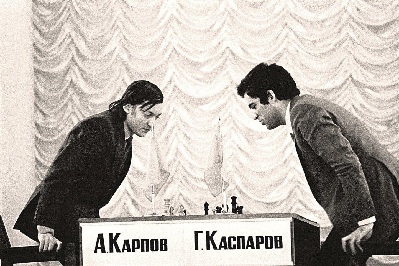 1984 m. pasaulio šachmatų čempionatas nutrauktas po 5 mėn., kai A.Karpovas (kairėje) numetė 10 kg.<br>Reuters/Scanpix nuotr.