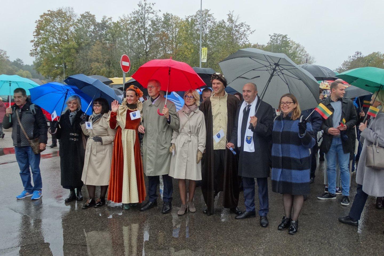 Šventės dalyvių eisena Varėnos centre.<br>A.Karaliūno nuotr.