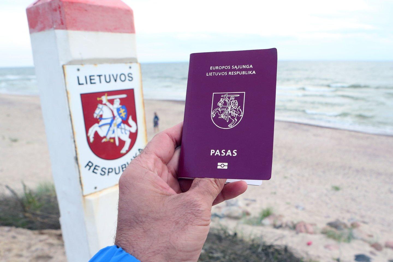 Lietuva atsidūrė valstybės, kurių pasai juos turintiems žmonėms suteikia didžiausią laisvę keliauti po pasaulį, dešimtuke.<br>M.Patašiaus nuotr.