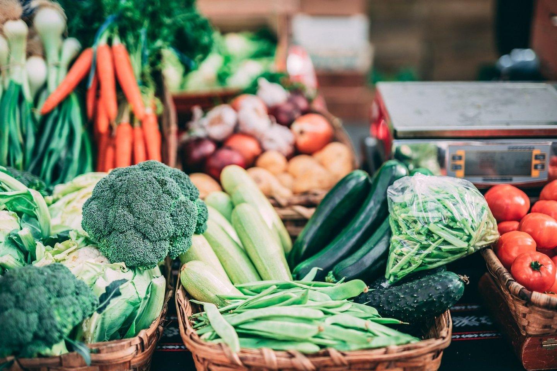 Graži išvaizda renkantis vaisius ir daržoves neturėtų būti pagrindinis kriterijus, lemiantis pasirinkimą.<br>Pranešimo autorių nuotr.
