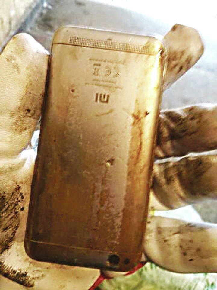 Kanalizacijos vamzdžiuose randama įvairiausių daiktų – net telefonų.