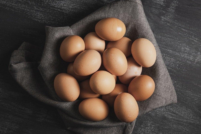 Siekiant gauti visą organizmui naudingų vitaminų ir mineralų kompleksą, būtina rinktis kokybiškus kiaušinius.<br>Pranešimo autorių nuotr.