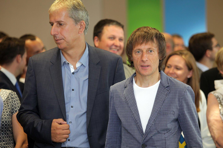 Arūnas Martinkevičius, SBA koncerno (dešinėje) prezidentas ir Egidijus Valentinavičius, SBA verslo vystymo viceprezidentas bei SBA baldų grupės valdybos pirmininkas.<br>V.Balkūno nuotr.