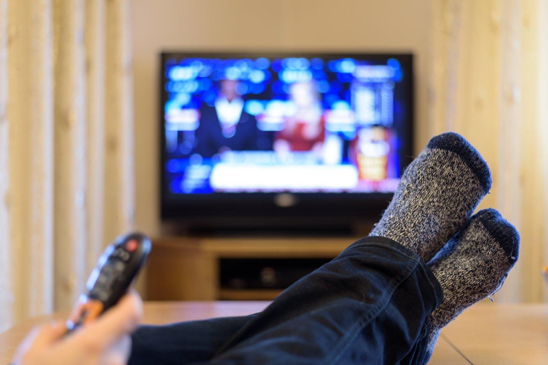 Dėl reklamų gausos vyras atsisakė TV žiūrėjimo.<br>123rf nuotr.