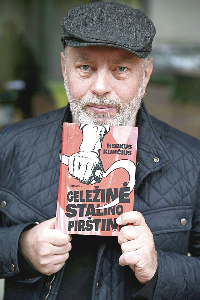 """H.Kunčius naujame romane """"Geležinė Stalino pirštinė"""" pabandė įsivaizduoti NKVD budelio N.Ježovo gyvenimą.<br>R.Danisevičiaus nuotr."""