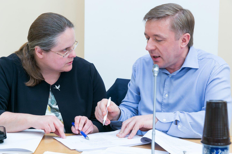 L.Ulevičiausnuomone, neigiamą įtaką valstiečių lyderiui daro Seimo Teisės ir teisėtvarkos komiteto vadovė Agnė Širinskienė.<br>T.Bauro nuotr.