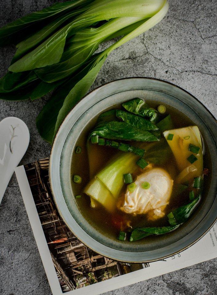"""Miso sriuba su be lukšto virtu kiaušiniu.<br>Nuotr. iš """"Magic Mint""""."""