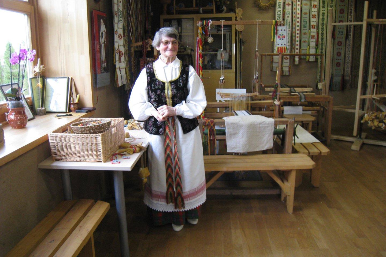 Upytės tradicinių amatų centre austi, rišti, pinti juostas moko I.O.Vilienė.<br>M.Augulytės nuotr.