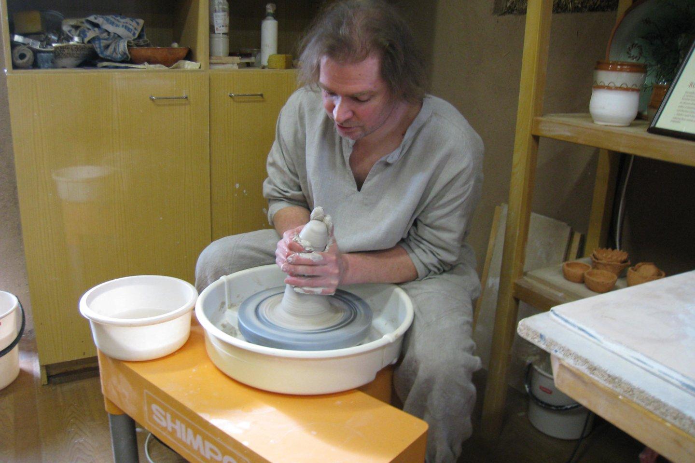 Upytės tradicinių amatų centre yra visko, kas reikalinga keramikos dirbiniams pagaminti.<br>M.Augulytės nuotr.