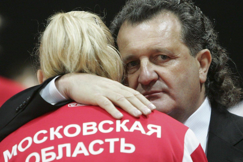 """Šiandien sukanka lygiai dešimt metų, kaip Maskvoje buvo nušautas 61-erių Šabtajus Kalmanovičius – iš Kauno kilęs verslininkas, gimtinėje labiausiai išgarsėjęs, kai praėjusio amžiaus pabaigoje ėmė remti """"Žalgirį"""" ir netrukus komanda pasiekėEurolygos viršūnę.<br>LR archyvo nuotr."""