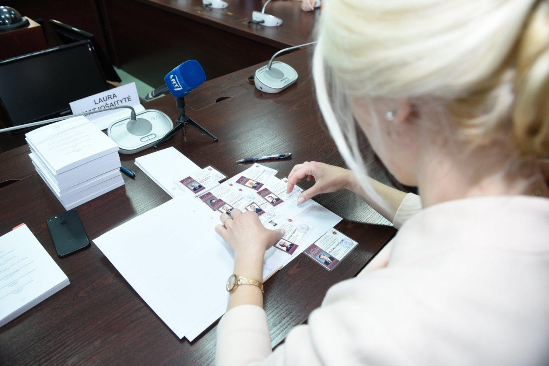 Dešimt prezidento posto siekusių politikų prarado rinkimų užstatus.<br>D.Umbraso nuotr.