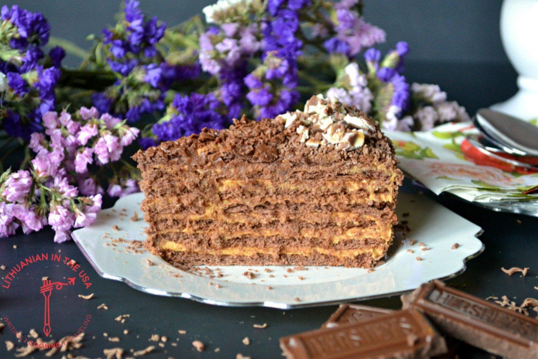 """Šokoladinių sausainių ir karamelės tortas """"Chocotorta"""".<br>""""Lithuanian in the USA"""" nuotr."""