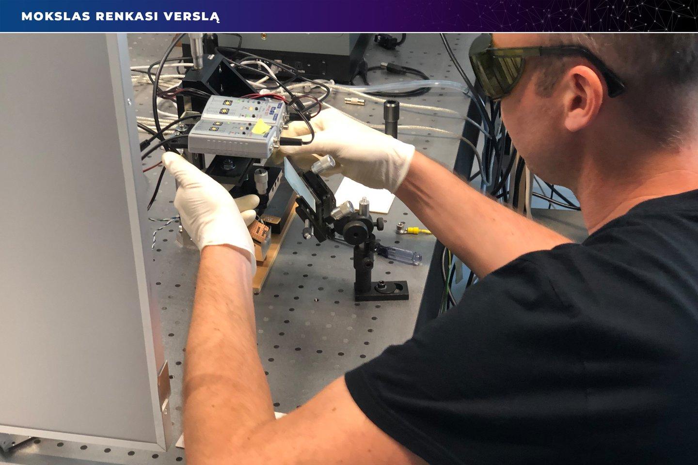 Mokslas ir verslas kuria robotą, paspartinantį baldų gamybą